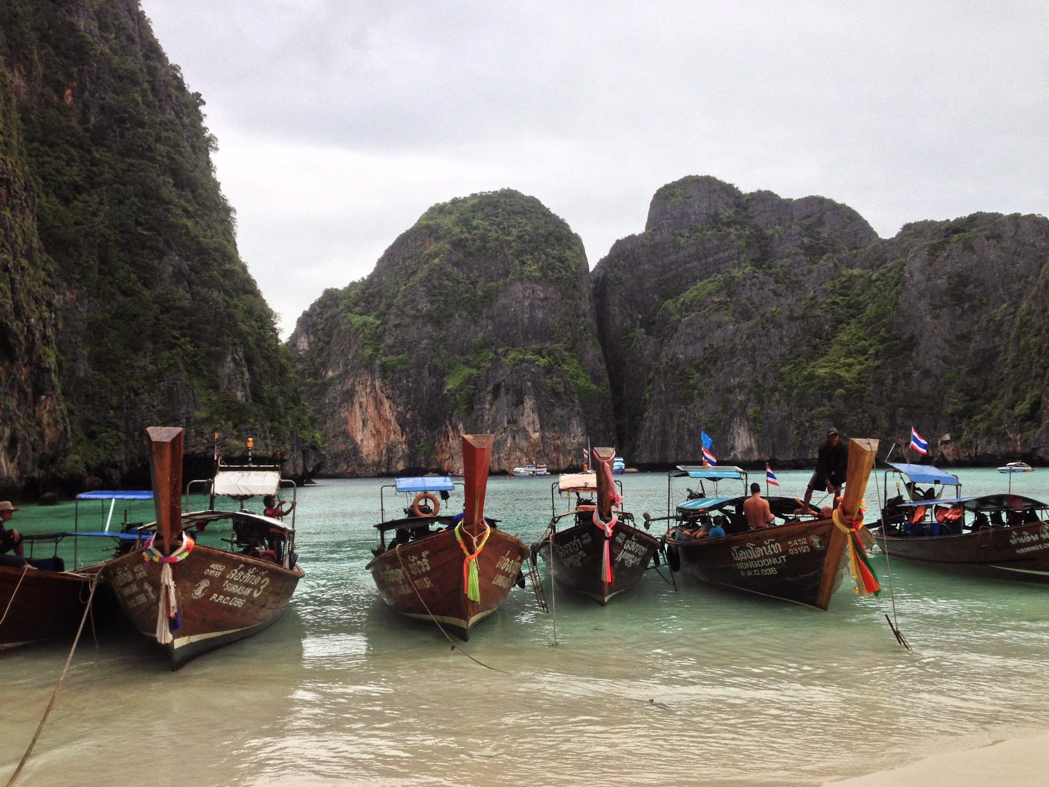 maya bay, koh phi phi, thailand, travels, backpacking, travelling, beach, beaches, the beach, film locations, boats, sightseeing,